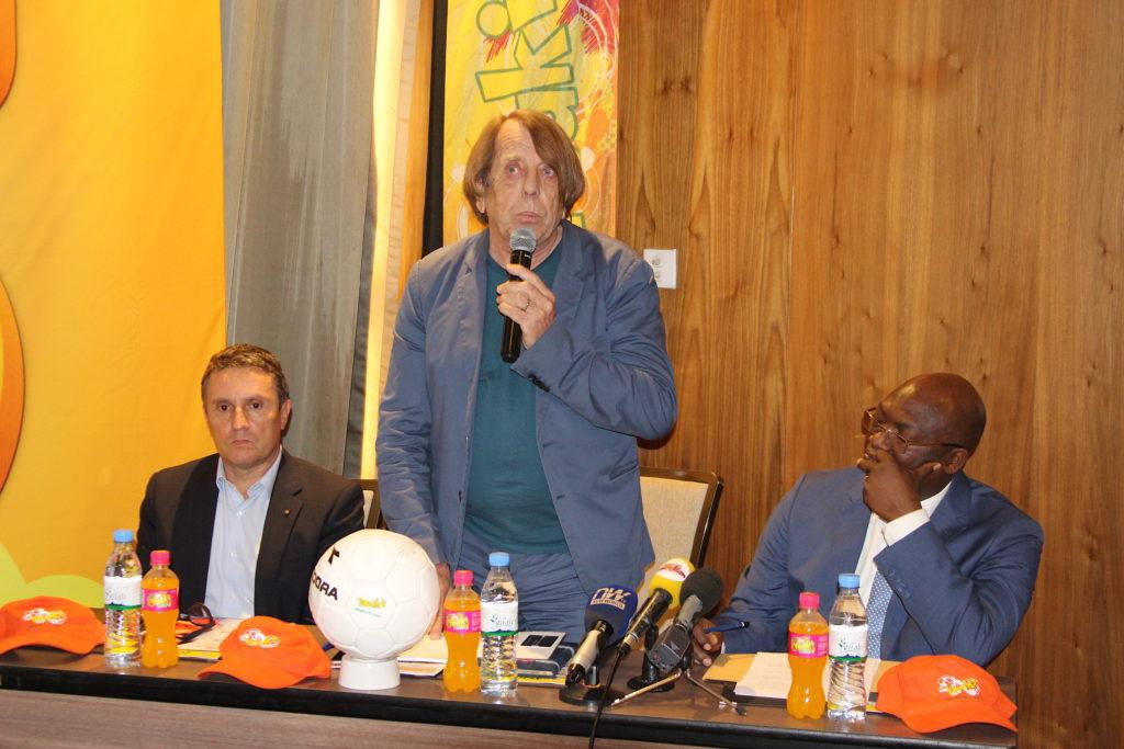 Claude Le Roy ( C) lors du lancement du concours Graines du Togo 2020